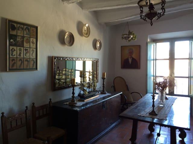 Casa centenària compartida - Albinyana - Ev