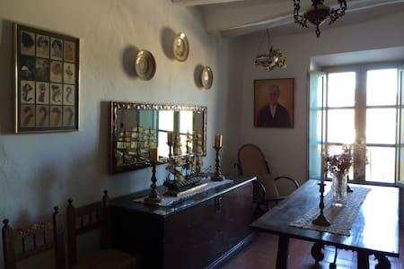 Casa centenària compartida - Albinyana - House