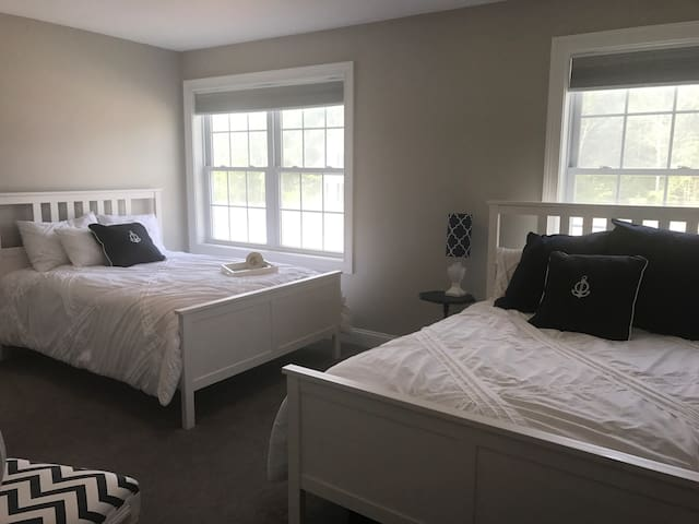 Colonial Deluxe Room Close to PVD|Bristol|NPT