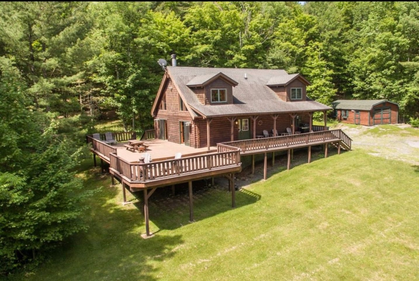 The Country Cabin is a traditional log cabin, featuring 2,800 sq ft of indoor living space, an 1,100 sq ft deck and expansive, manicured yard on seven acres