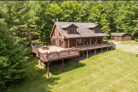 Private Cabin on 7 Acres: Game Room, B-Ball & More