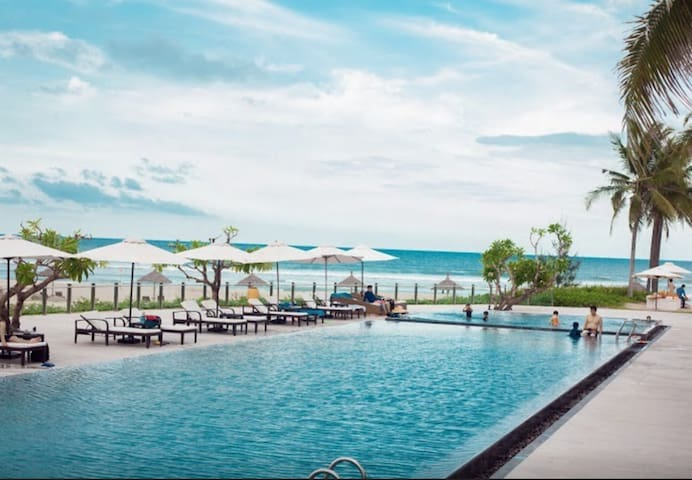 Pool of Restaurant