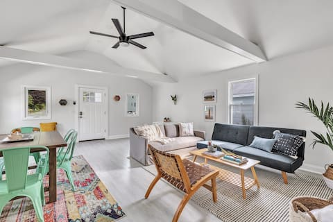 ♥︎ Remodeled Beach Bungalow -Gr8 for Long Stays!