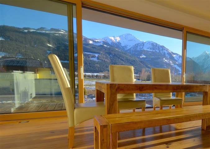 Sonnenhaus B - a luxury penthouse, 10 minutes walk to the golfcourse