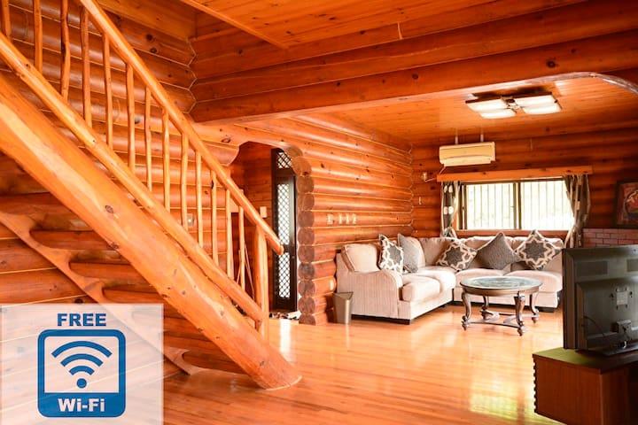 [All natural wood Big Log Home]4BR,2Bath,3Toilets