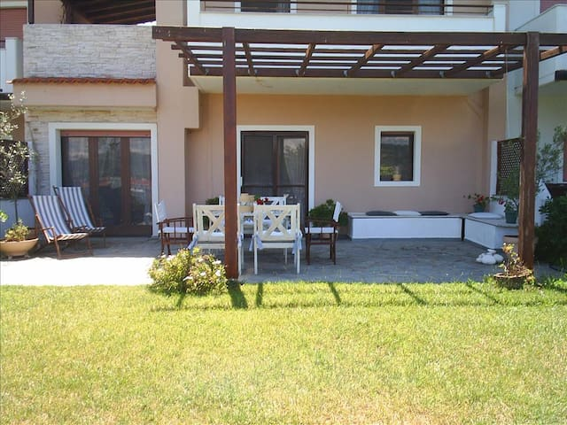 3 bedroom Maisonette in Fourka RE0386 Townhouse - Skala Fourkas