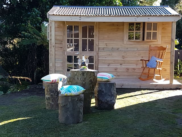 Morepork Gully Cabin, cute! NO fees breakfast incl