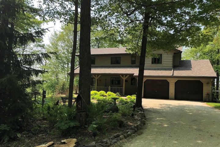 Woodland Creek Retreat: explore & relax!