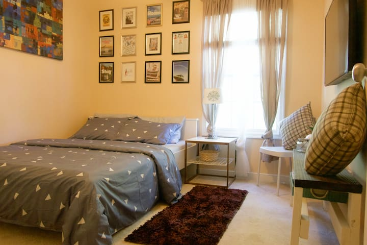 Centrally Located West End Private Room/Bathroom