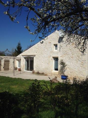 Maison en pierre dans un havre de paix - Champagne - House