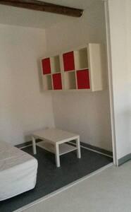 PETIT STUDIO SIMPLE ET FONCTIONNEL - Aubignan