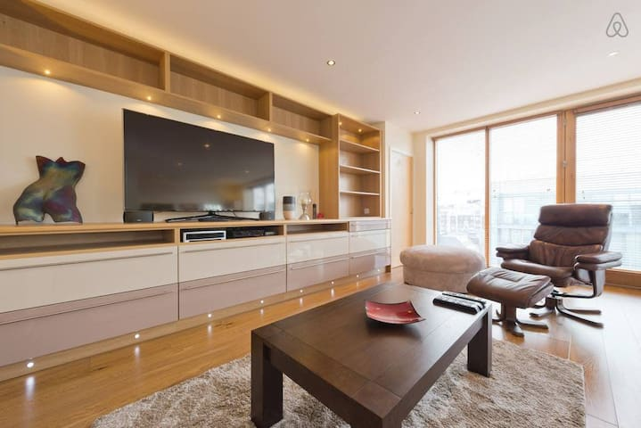 Digital Docklands - Entire Luxury Penthouse SOUF83