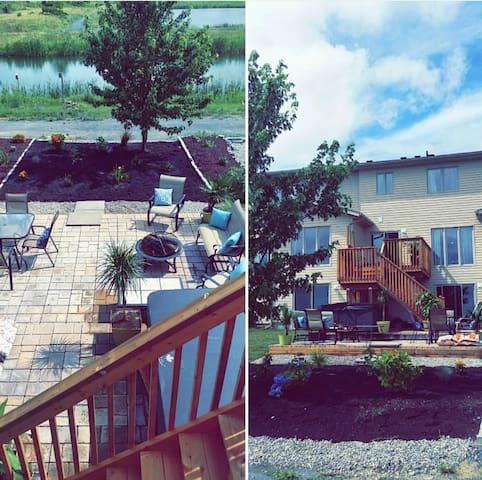 Modern Home, Oasis Patio & Nature steps away! - Kingston - Reihenhaus