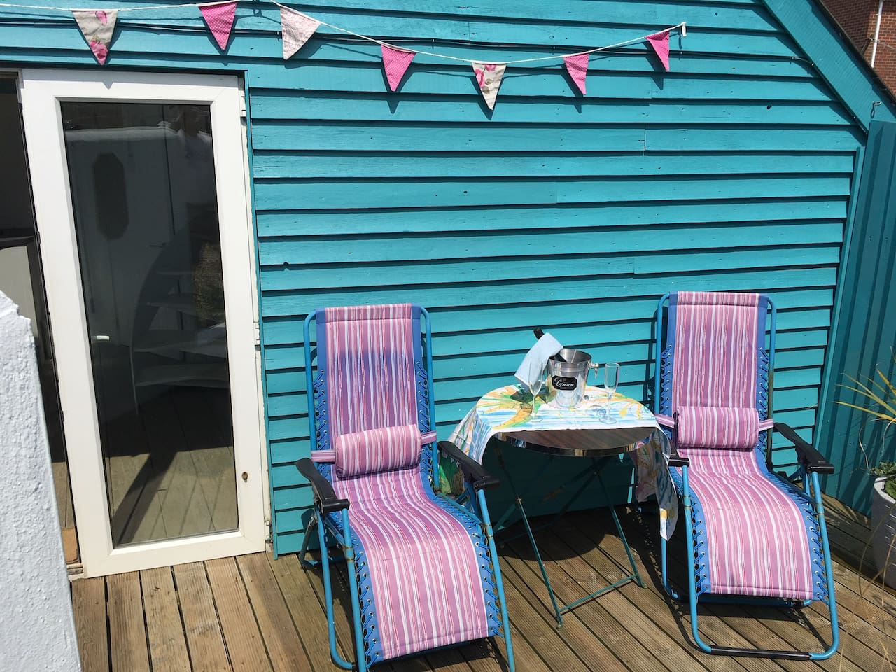 South facing Decking 40 yards from the beach - listen to the sea with some bubbly