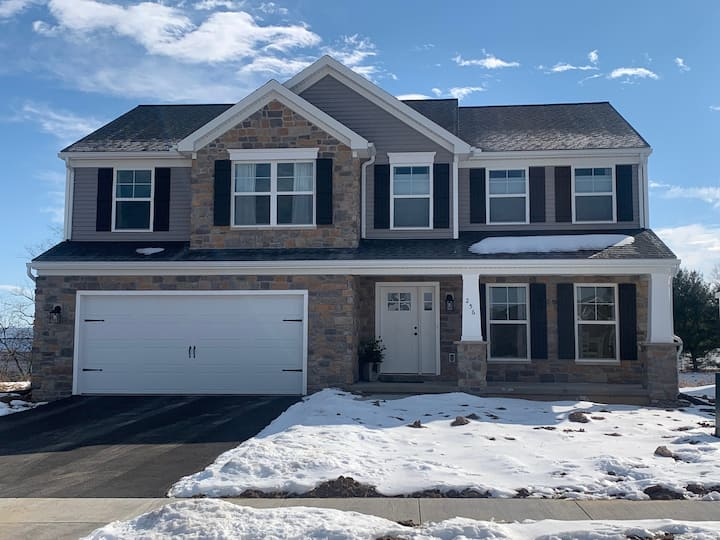 Newly Built Home - Minutes from Stadium!