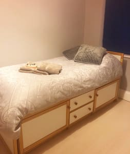Quiet single room near the town centre