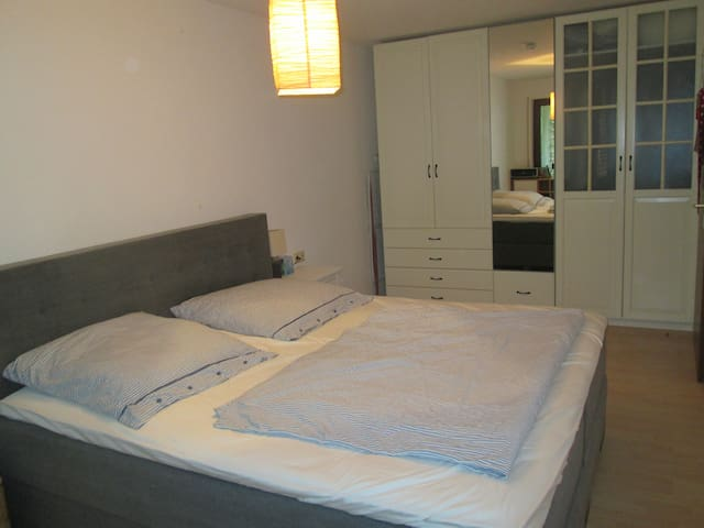 Nice room close to a beautiful park