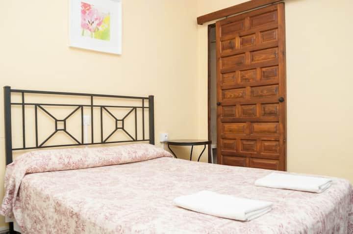 Habitación doble matrimonial simple, baño privado