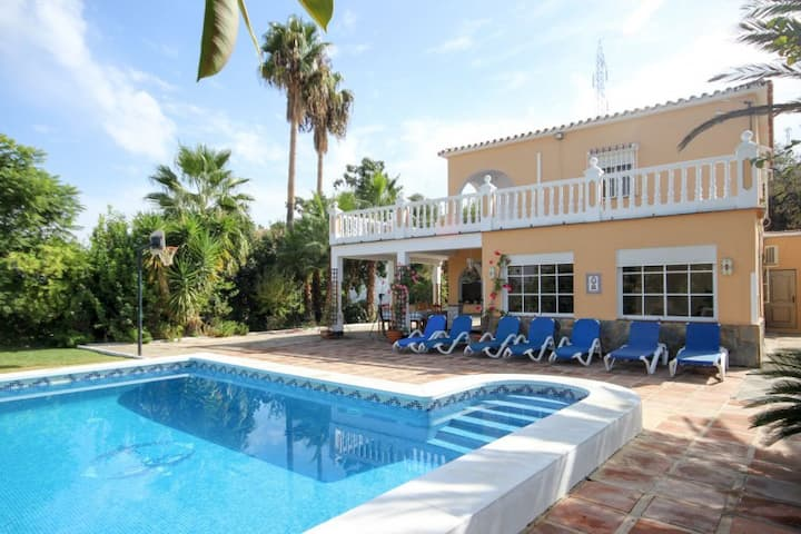 Holiday villa with pool and amazing views, Coin