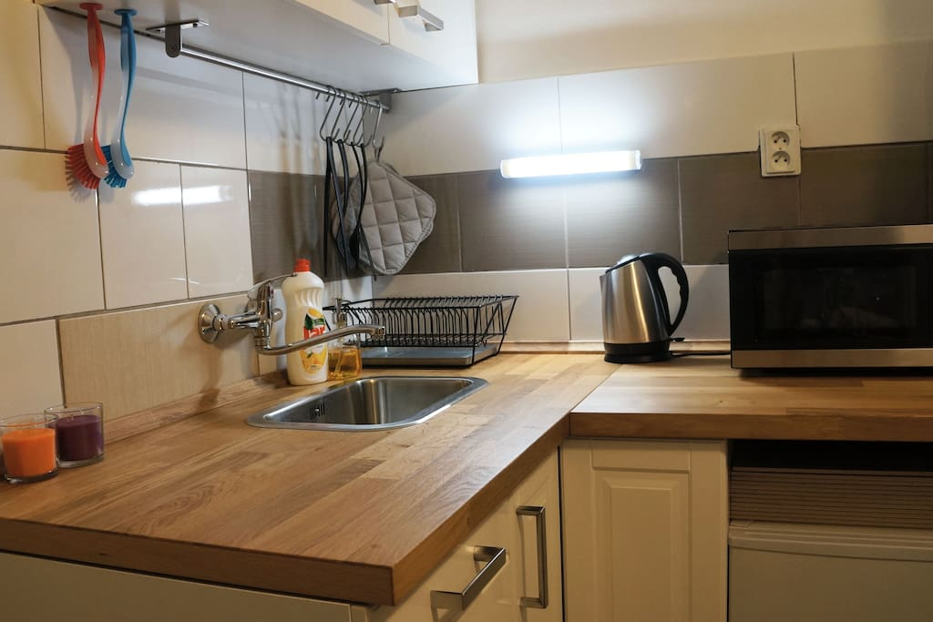 Brand new fully equipped kitchen.