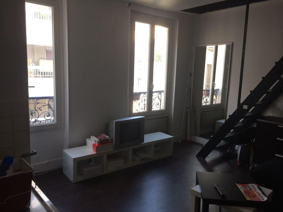 Séjours avec 2 fenêtres double vitrage (vue en tournant vers la gauche)