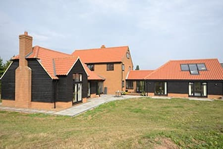 3x Double Room in country farmhouse - Mayland