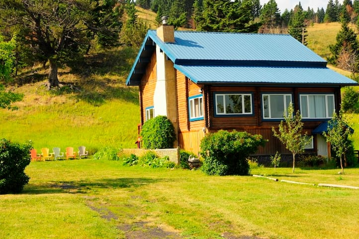 Bluebird Cabin  Rural Acreage in the Rocky Mtns AB