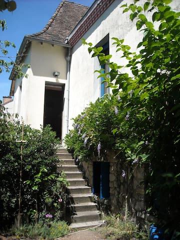 chambre spacieuse grande maison - Périgueux - Hus