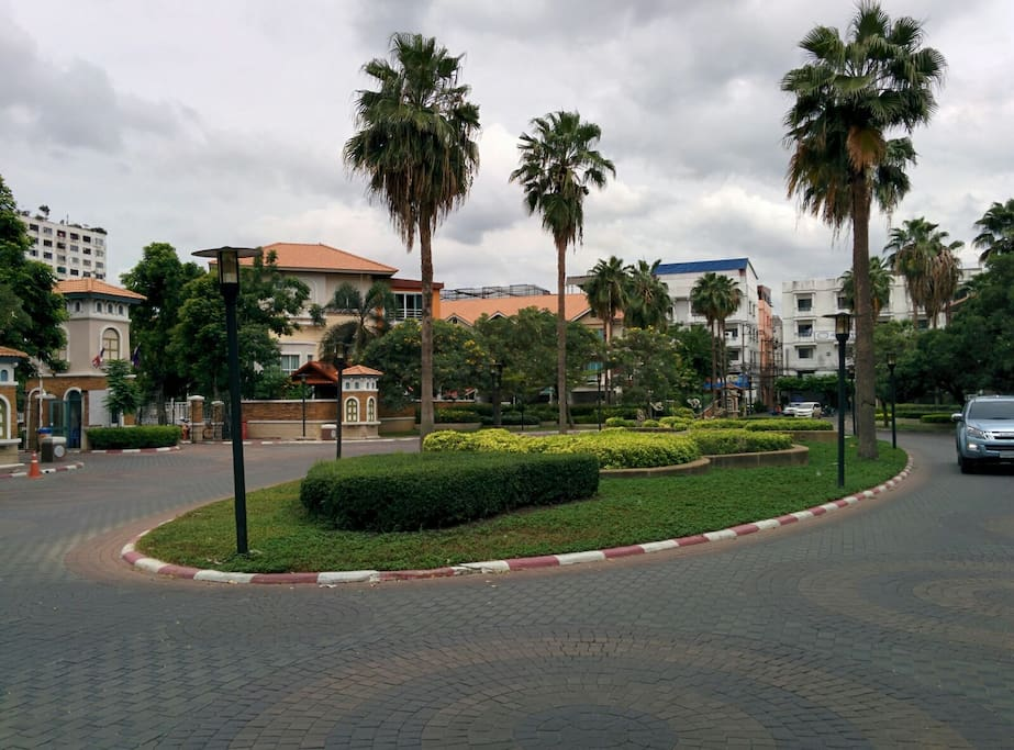 The village's entrance, security guard in front. (left)
