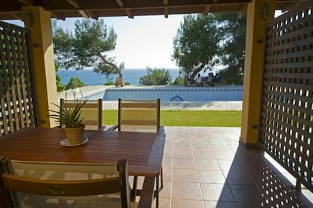 Luxury seaside apartment with pool - Ρίκια