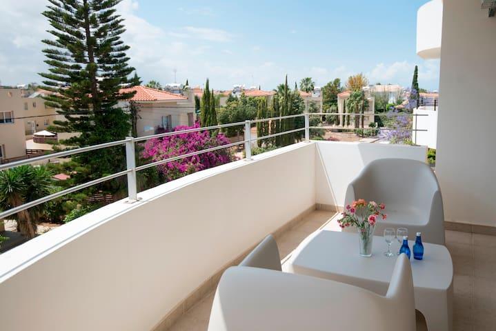 2 Bedroom Top Floor Apartment in Sirena Bay