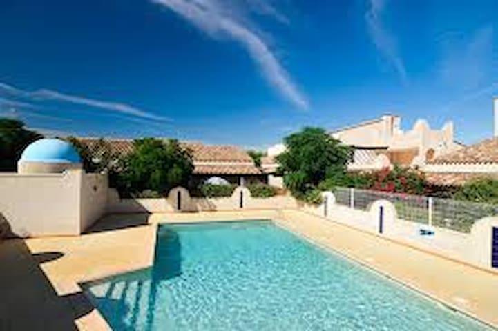 Villa 6/8 pers - Clim/Wifi/Piscine - Agde - Huis