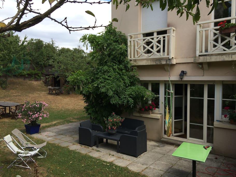 Villa calme avec jardin maisons louer versailles for Jardin a louer ile de france