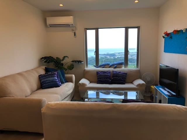 Living room You can enjoy the Pacific Ocean view and green  リビングルーム 海と緑が楽しめます!