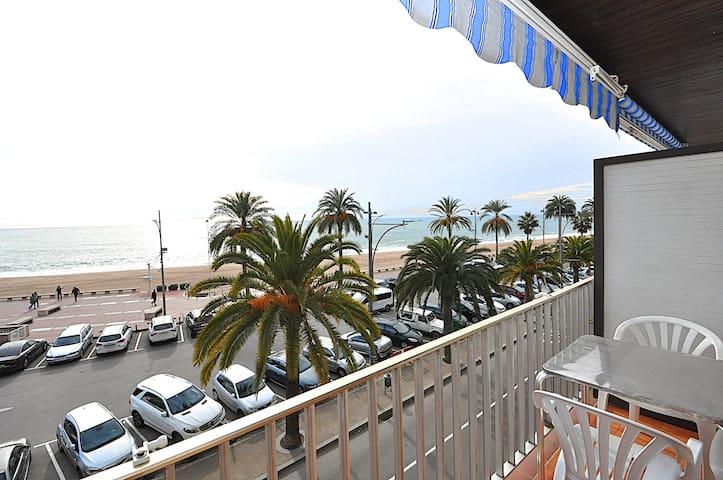 Apartamento con vistas al Mar. 1-ra linea.