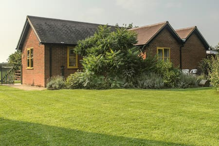 Rhus Cottage near Thame, quiet break for 2 - Bungalow
