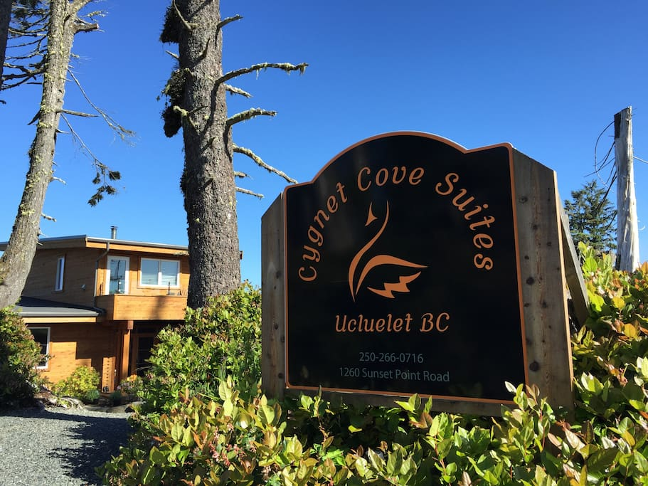 Welcome to Cygnet Cove sign