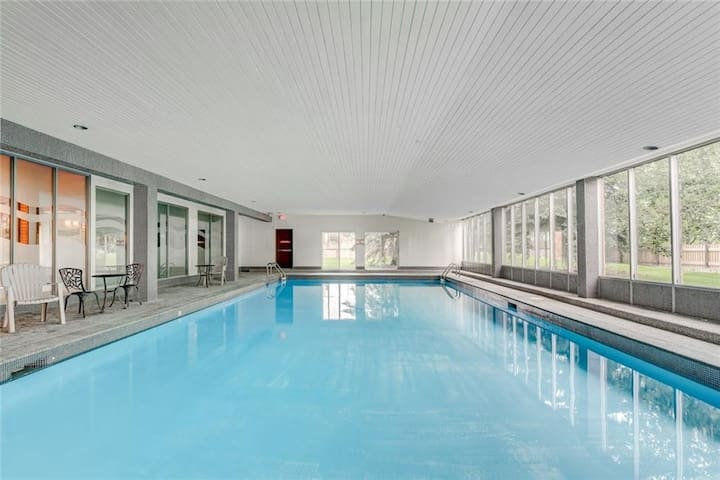 180°Pool Penthouse Long Term stays too (BL231360)