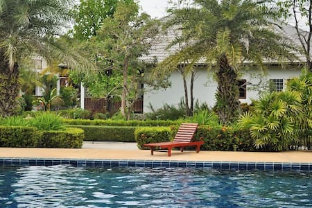 Greate luxury villa near the beach for up to 11 - Rayong
