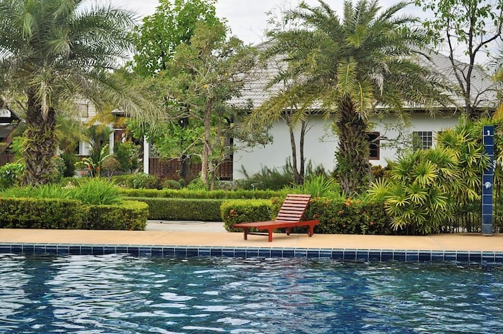 Greate luxury villa near the beach for up to 11