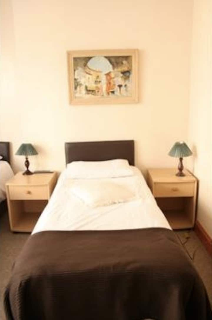 Twin Ensuite, Heart of Brighton 1