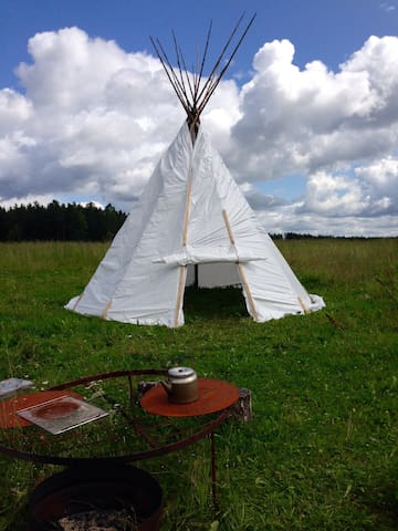 Stay in a Tepee by the river - Avesta - Tenda Tipi