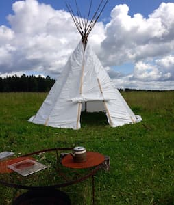 Stay in a Tepee by the river - Avesta - Tipi