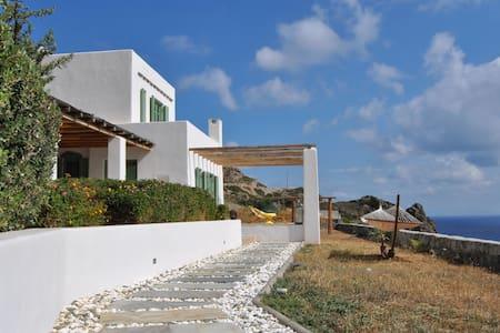 Bravo's Hill Residence (Mantrakia)