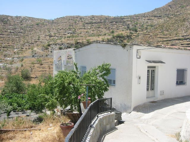 maison blanche typique andalouse pour 6 personnes - Senes  (Almeria) - Дом