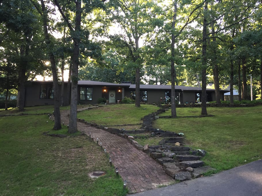 Mid Century Modern Retreat Houses For Rent In Fayetteville Arkansas United States