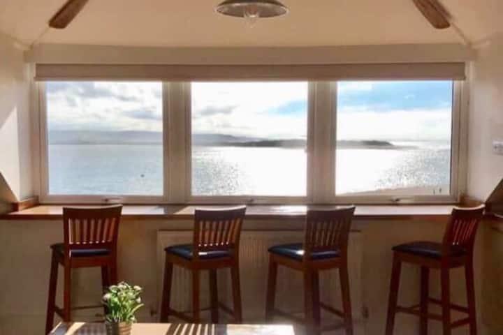 THE CROWSNEST sea view apartment Aberdovey