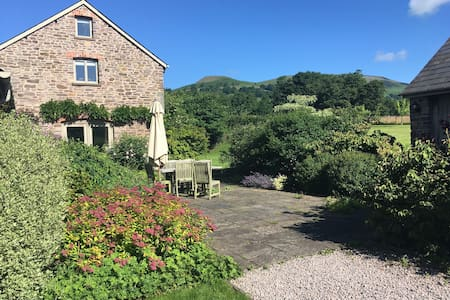 Self-contained room near Crickhowell, South Wales - Llangenny - Bed & Breakfast