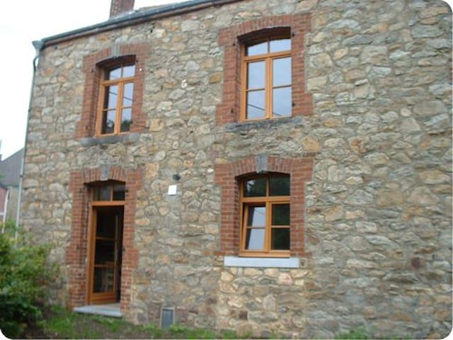 Le Ry Flache - Viroinval - บ้าน