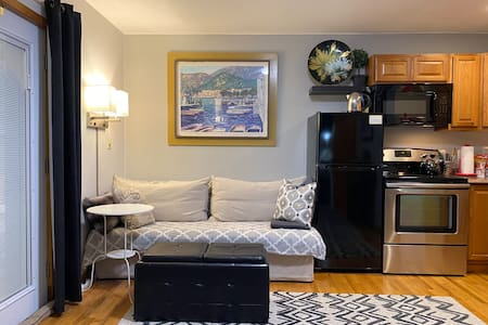Private Apt, 1BR COUNTRY feel & modern amenities.
